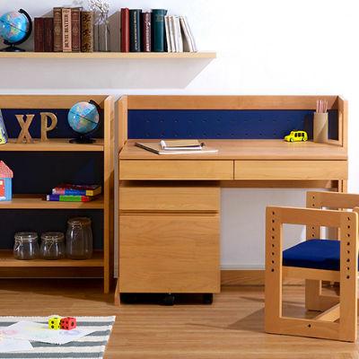 無垢材を使用した魅力的な学習机を6点ご紹介