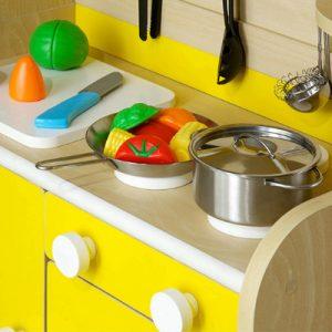 ままごとキッチンのカラーが子どもの心を育む?