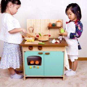デザインもかわいいままごとキッチンでわくわく!