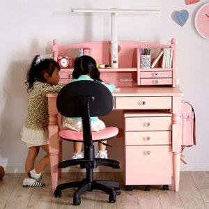 女の子に大人気!ピンクのかわいい学習机をご紹介!