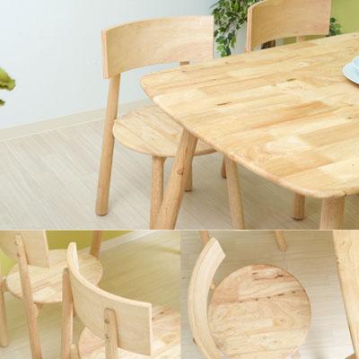 ナチュラルで魅力的な天然木のダイニングテーブル