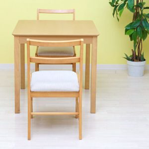 使い勝手の良いシンプルなダイニングテーブルがやっぱり人気!