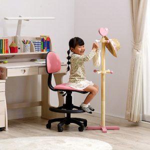 子ども部屋がすっきり片付く木製ハンガーポールの着目ポイントとおすすめ3品