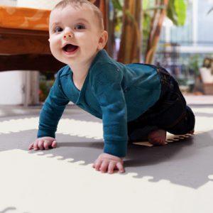 出産祝いに贈りたいプレイマット3選!子どもが安全に遊べるマットを紹介